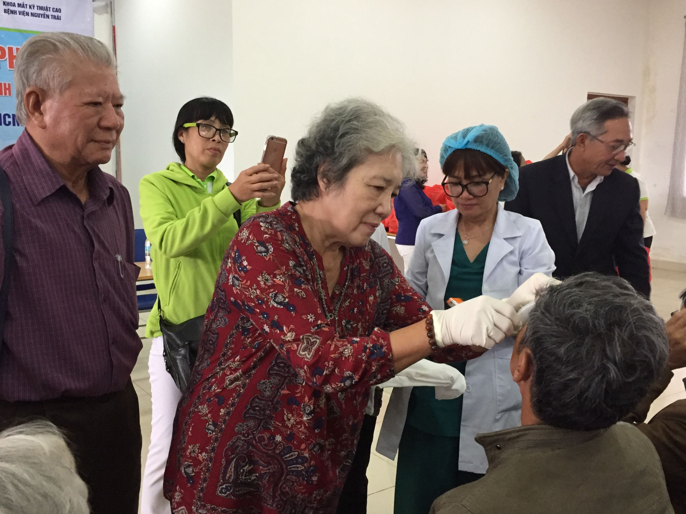 Tài trợ phẫu thuật mắt cho bệnh nhân nghèo tỉnh Lâm Đồng